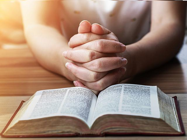 Woman-reading-bible-prayer_si.jpg