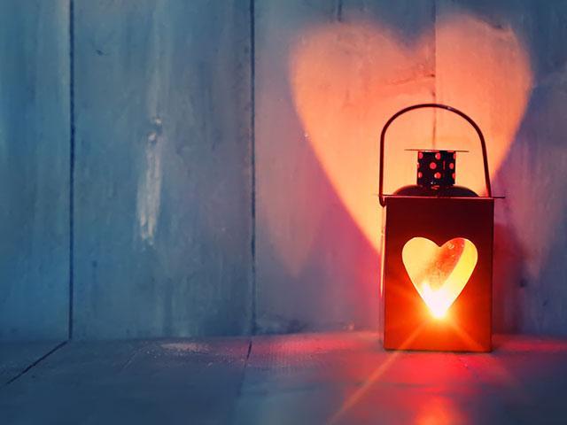 lantern-light-heart_si.jpg
