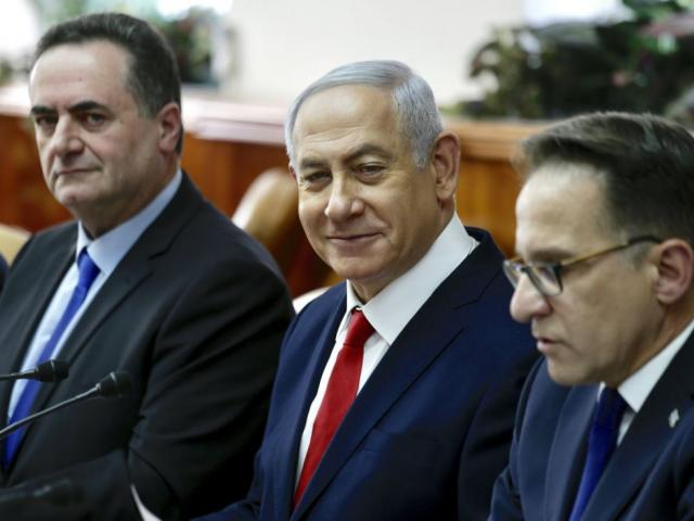 Israeli Prime Minister Benjamin Netanyahu, sits between Minister of Transport Israel Katz, left, and Government Secretary Tzahi Braverman ‏during his weekly cabinet meeting in Jerusalem, Sunday, Jan. 13, 2019. AP Photo.