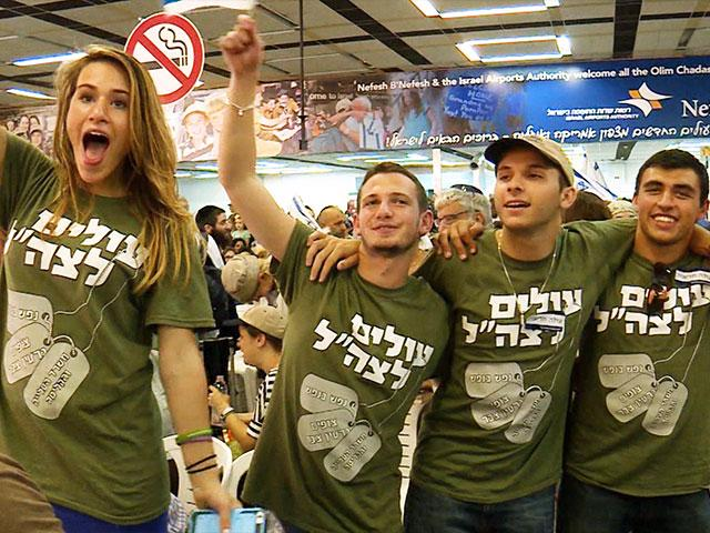New Immigrants Arrive in Israel, Photo, CBN News