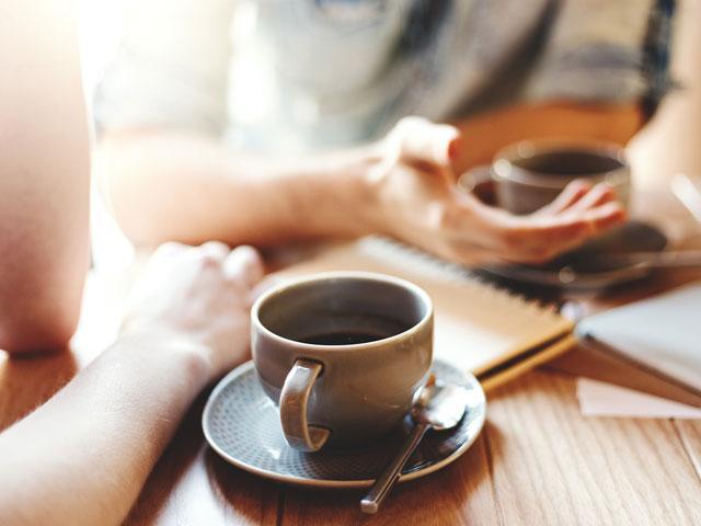 women-chatting-coffee_si.jpg