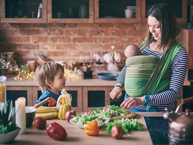 mother-children-home_si.jpg