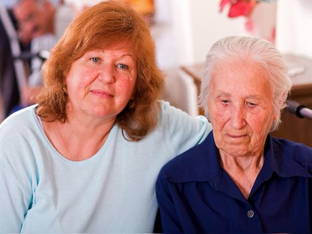 mother and daughter at assisted living home