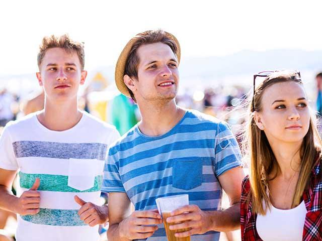 teens-beer-beach_si.jpg