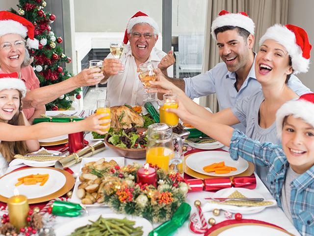 wine-toasting-family_si.jpg