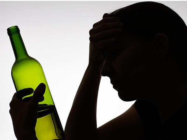 woman-alcohol-addiction_SI.jpg