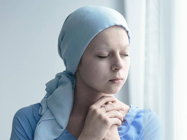 woman with cancer praying
