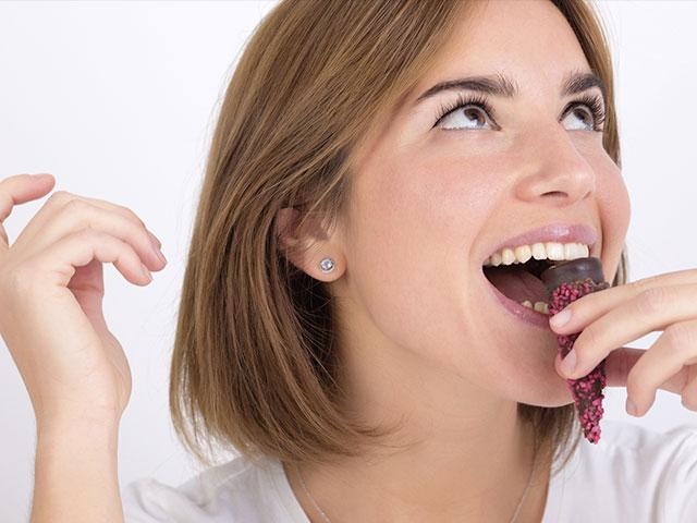 woman-eat-food