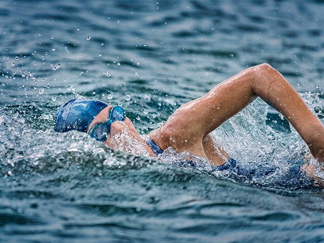 woman-swimming-lake_si.jpg