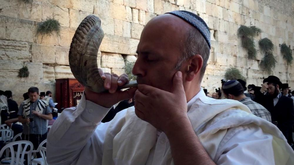 Blowing the shofar in Jerusalem